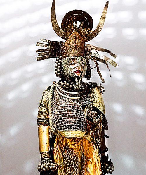 daniel lismore, golden fashion sculpture